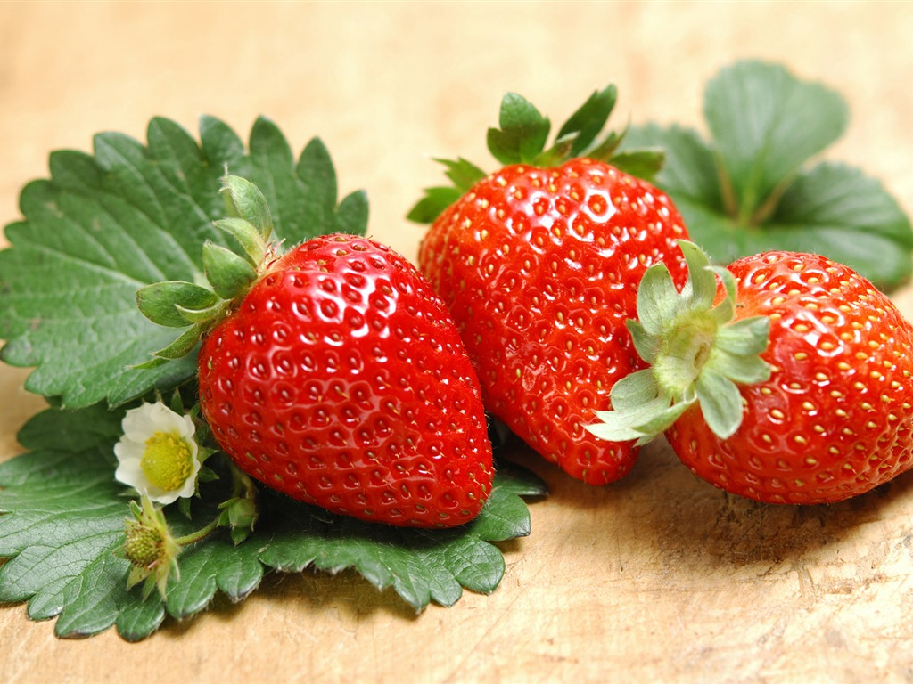 HD wallpaper fresh strawberries #5 - 1024x768