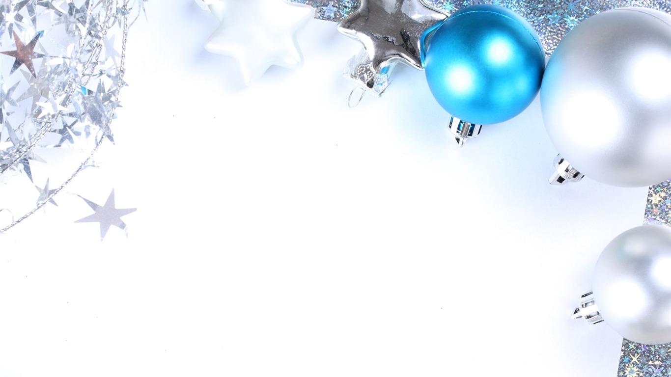 Navidad bolas de papel tapiz 2 8 1366x768 fondos de - Arbol de navidad de bolas ...