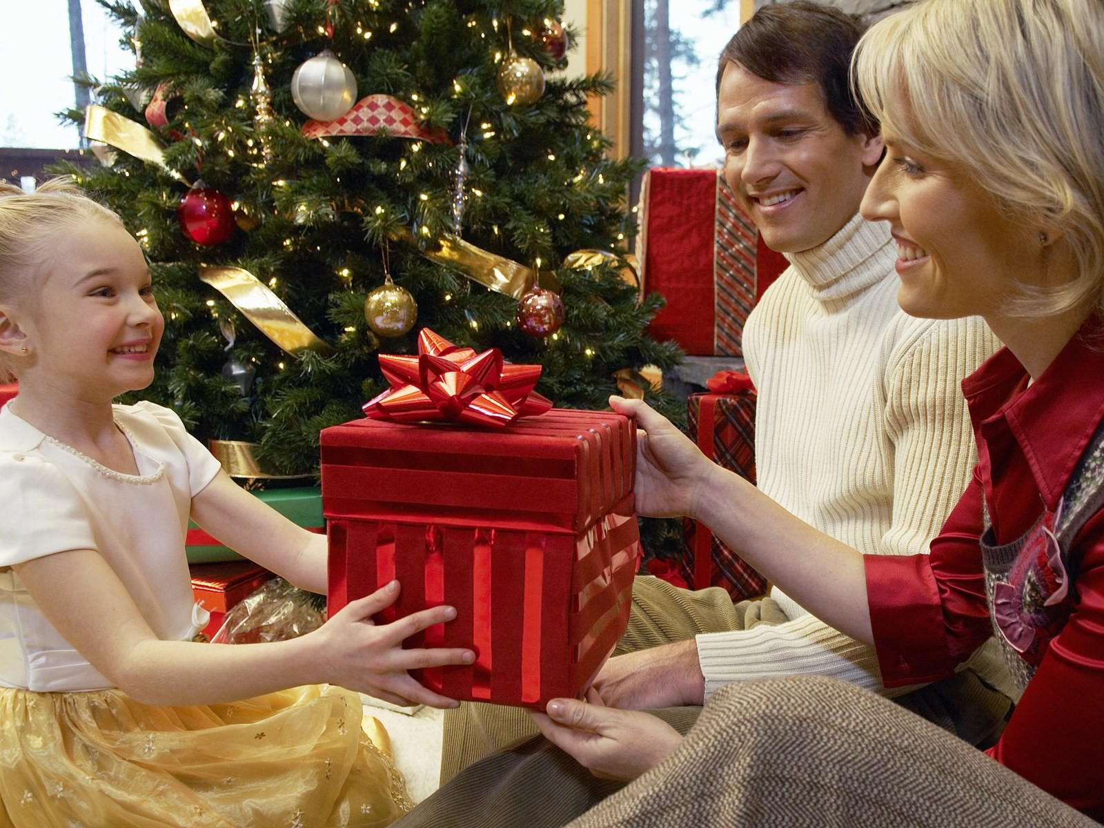 Канун рождества дарят подарки
