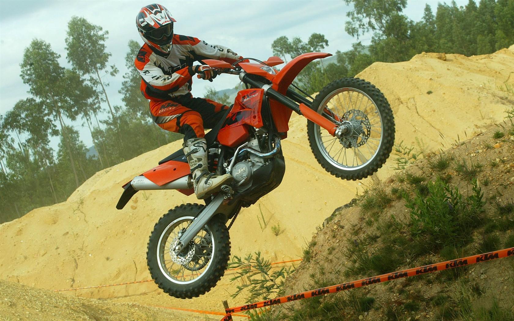 オフロードバイクのhd画像 2 28 1680x1050 壁紙ダウンロード オフロードバイクのhd画像 2 スポーツ 壁紙 V3の 壁紙