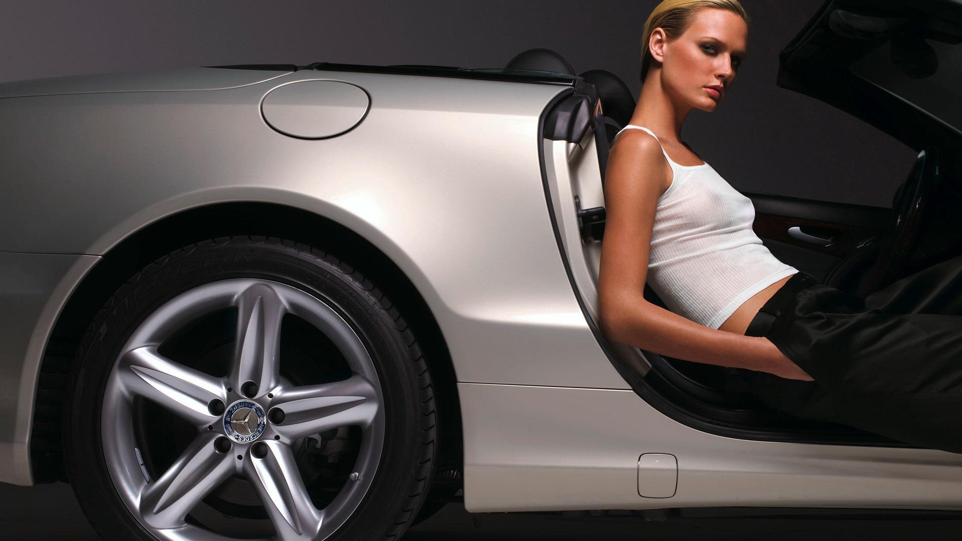 yong nude women in car pics