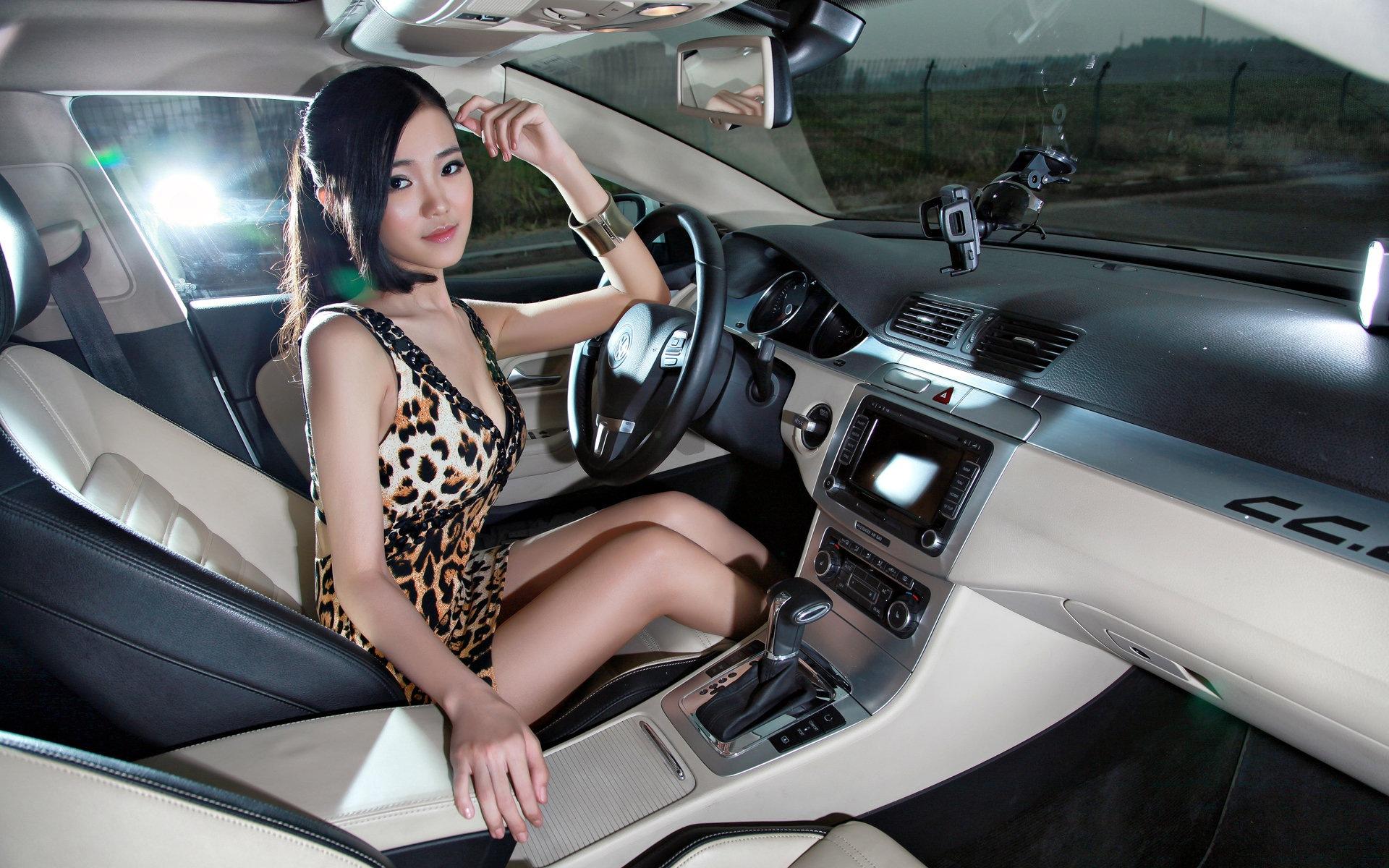 Фото дам в машине 30 фотография