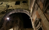 Windows 7 Wallpapers: Cobblestones And Corridors #8
