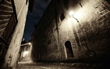 Windows 7 Wallpapers: Cobblestones And Corridors #9